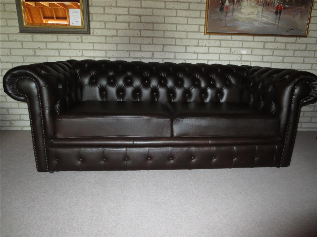 chesterfield 2 5 zits bank uit showroom chesterfield import. Black Bedroom Furniture Sets. Home Design Ideas