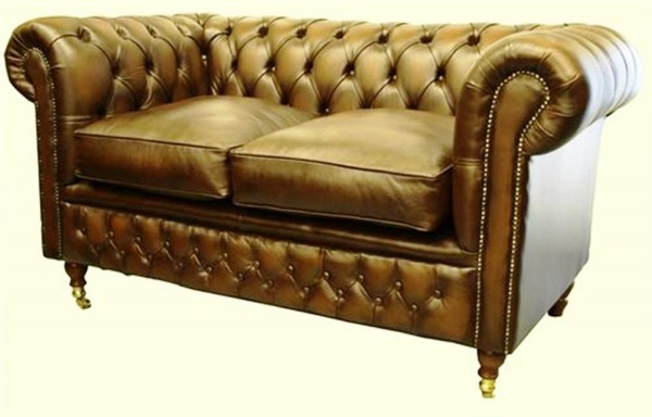 Chesterfield traditional double buttoned on castor legs