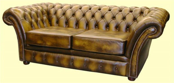 Chesterfield wide arms cushion seat buttoned border